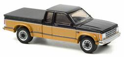 GREENLIGHT #35200 - 1990 CHEVY S10 TAHOE WITH TONNEAU COVER